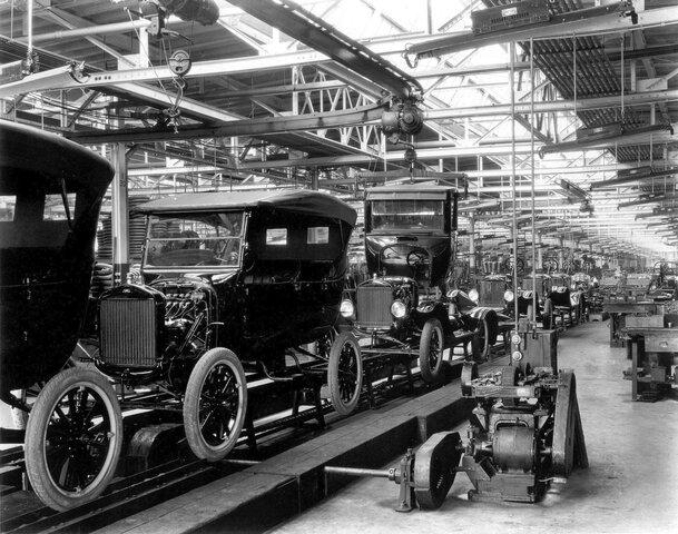 La invención de los automóviles producidos en cadena