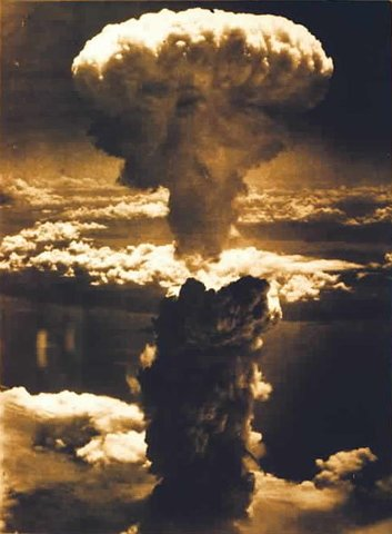 Americans drop bombs on Nagasaki