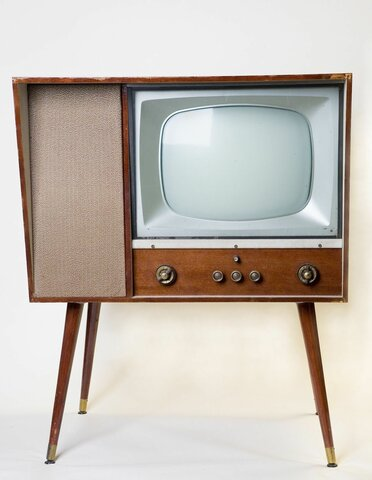 Television becomes popular