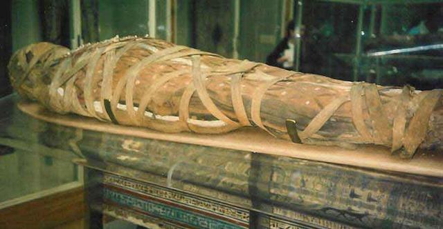 Mummy in 1100 BC