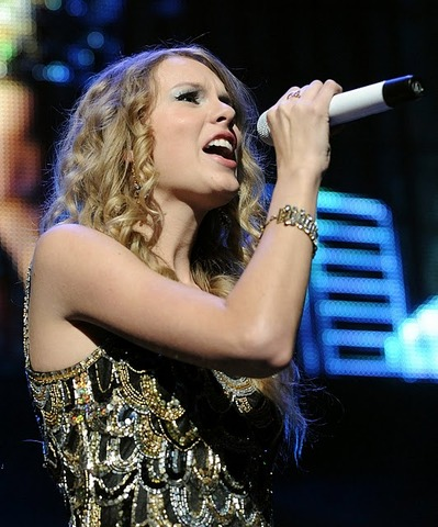 Taylor sings on Americas Got Talent