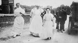 Evolucion del vestuario de las enfermeras  timeline