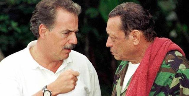 Las FARC negocian con el presidente Andrés Pastrana