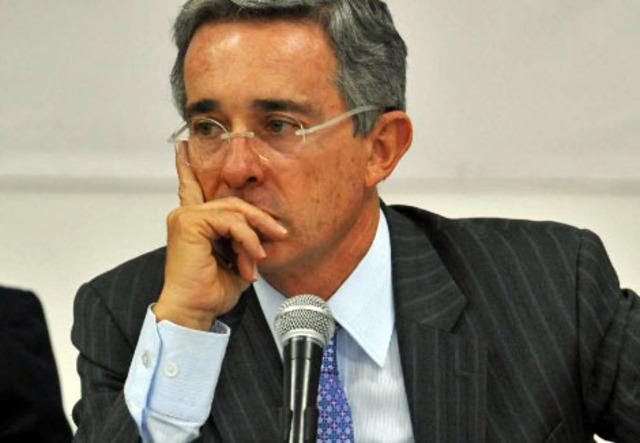 Rechazan segunda reeleccion de Uribe
