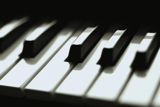Gaby tocando piano!