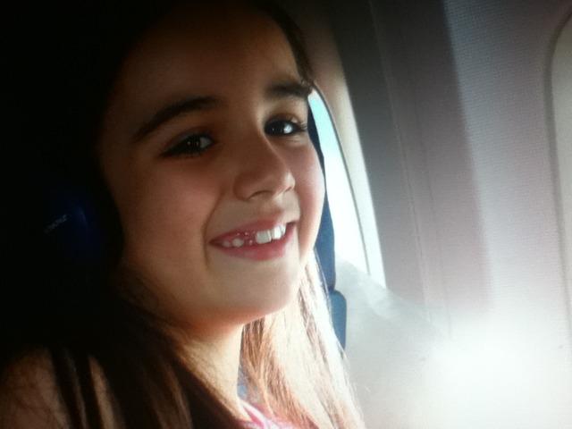 Gaby em um avião