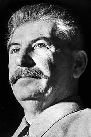 Iosif Vissarionovitsj Dzjoegasjvili (Stalin) geboren