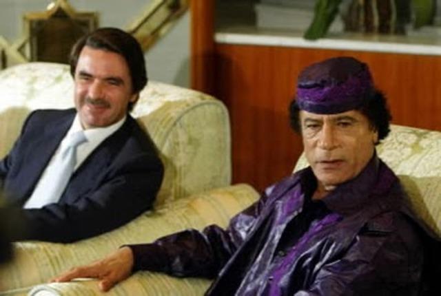 José María Aznar visita a Gaddafi