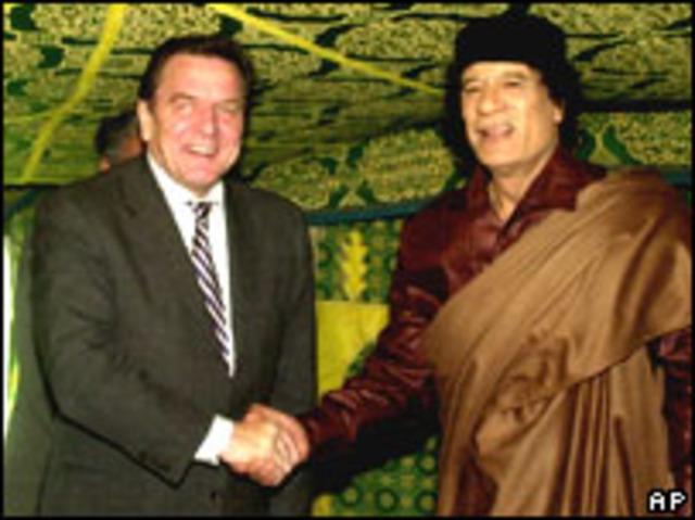 Gerhard Shroeder visita a Gaddafi