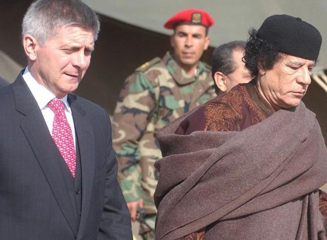 Marek Belka visita a Gaddafi