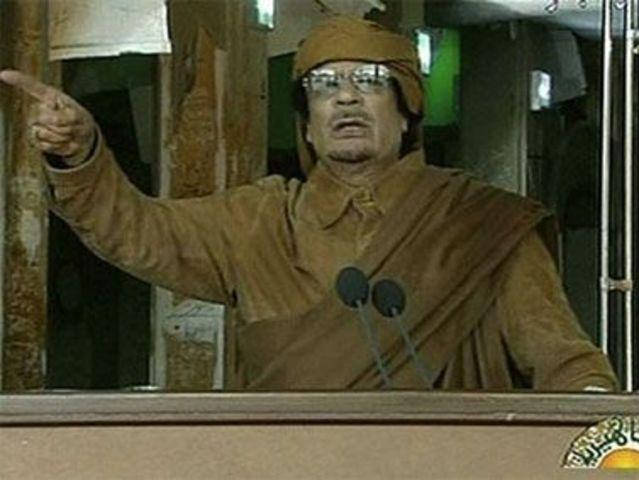 Gaddafi insta a sus seguidores a tomar las calles