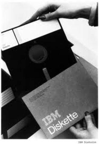 Es inventado el diskette