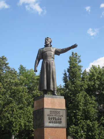 Установка нового памятника Минину