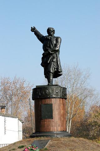 Памятник в Болохне