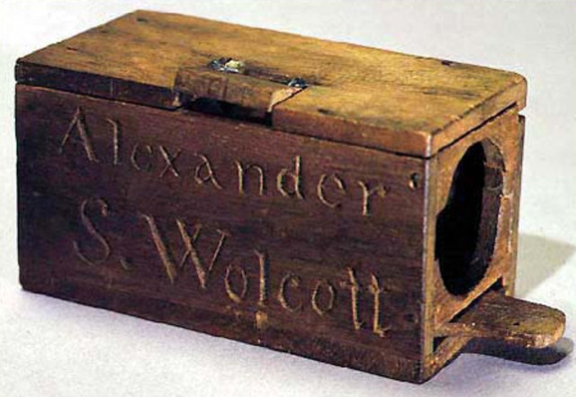 First American patent issued in photography to Alexander Wolcott for his camera