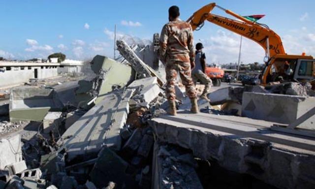 Los bulldozers destruyen Bab al-aziziya