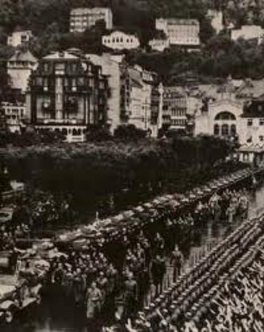 Hitler invides Czechoslovakia