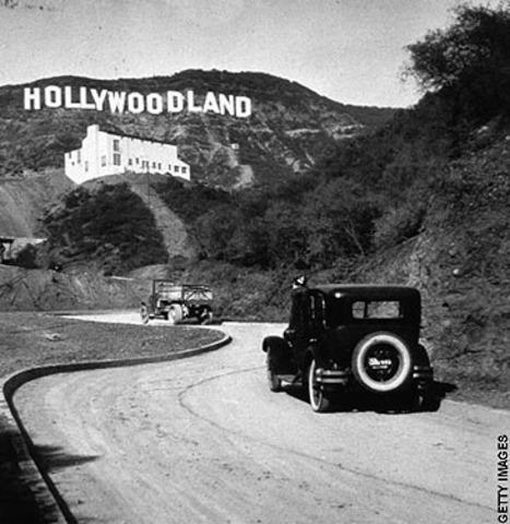 Walt Disney goes to Hollywood
