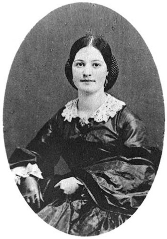 Lincoln's older sister, Sarah is born