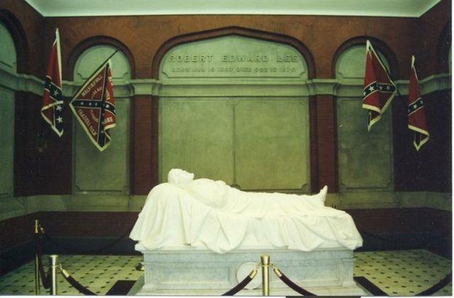 Robert E. Lee dies