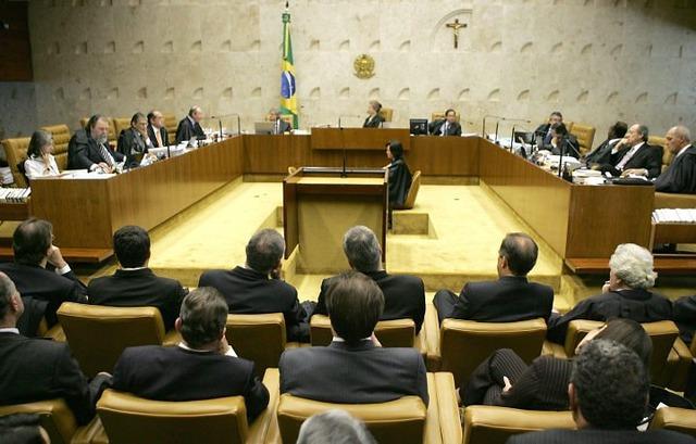RE 228.800 - Constitucionalidade da Cfem.