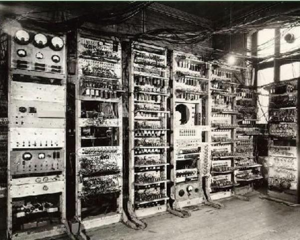 Primera computadora utilizada educación.