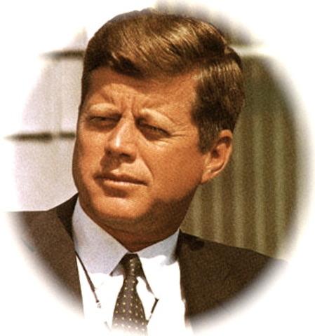 El presidente Kennedy asinga dinero a Educacion
