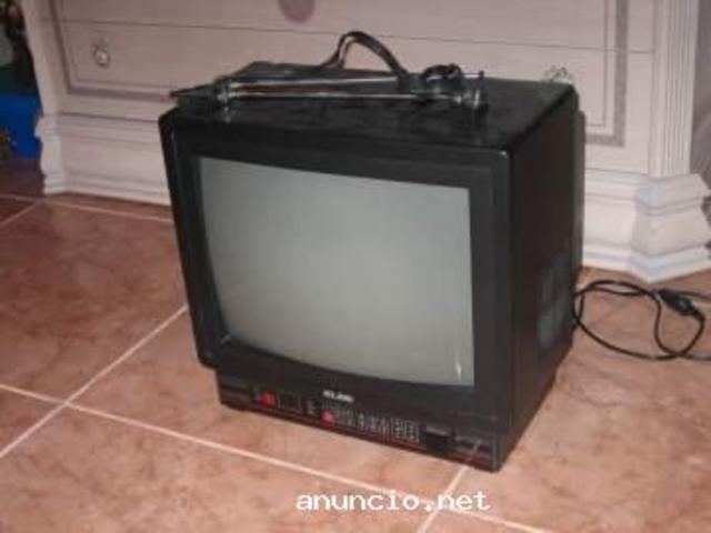 """Esta fue la primera y última televisión que tuve en mi habitación cuando vivía con mis padres. Recuerdo que fue regalo de """"Reyes Magos"""" de parte de mis abuelos."""