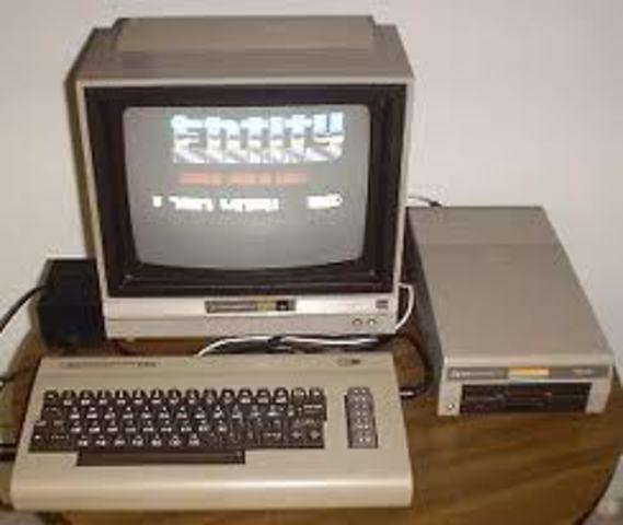 La Commodore PET modelo 64 , modelo 128, y luego TRS-80