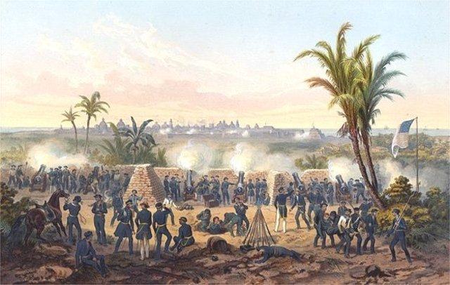 Lee fights in Siege of Veracruz