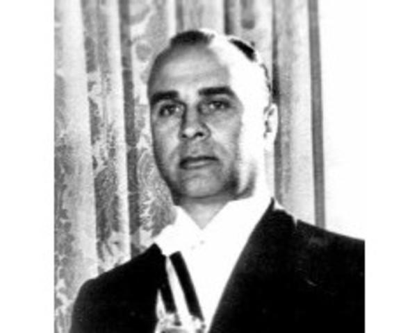 Asume Jorge Pacheco Areco.