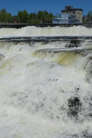 the Missouri Falls
