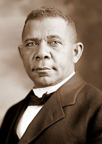 Booker T Washington goes to the White House