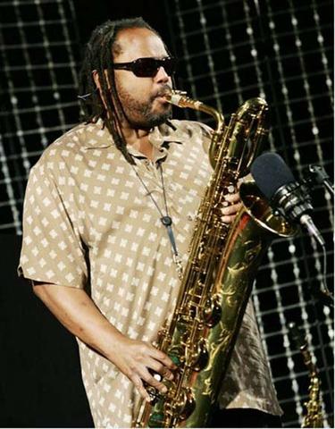 Death of saxophonist LeRoi Moore.