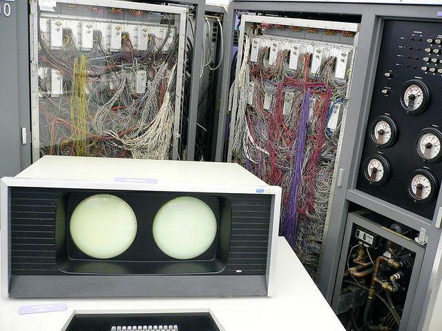 Se crea la primer computadora que tiene 1 MegaFLOPS de capacidad