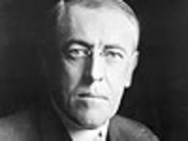 US President Wilson publicly warns Germany not to continue unrestricted submarine warfare policies