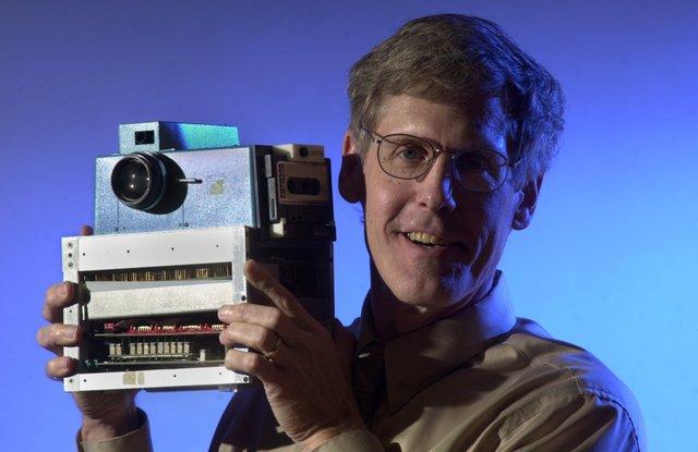 Kodak researchers patent digital camera