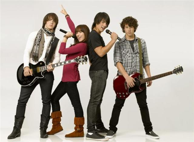 Demi joins the JoBros