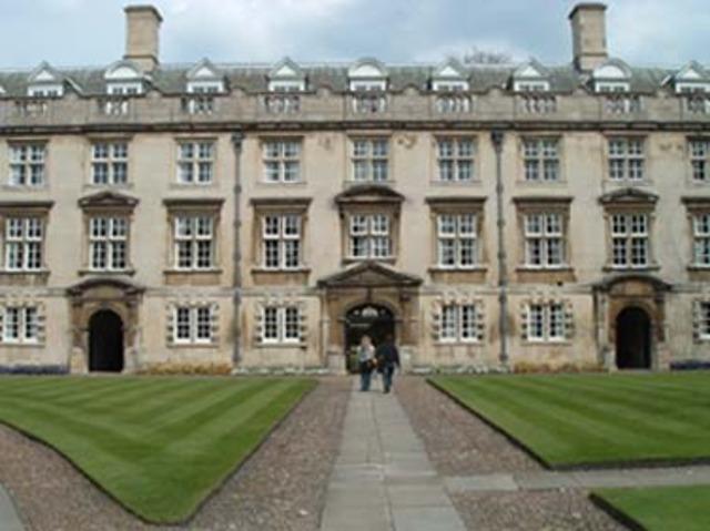 Entra al Christ´s College de Cambridge.