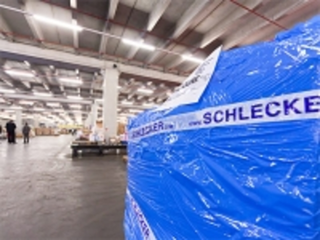 Schlecker strafft Vertrieb und Logistik