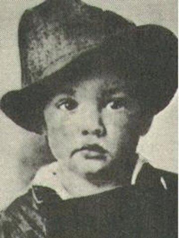 Elvis is born