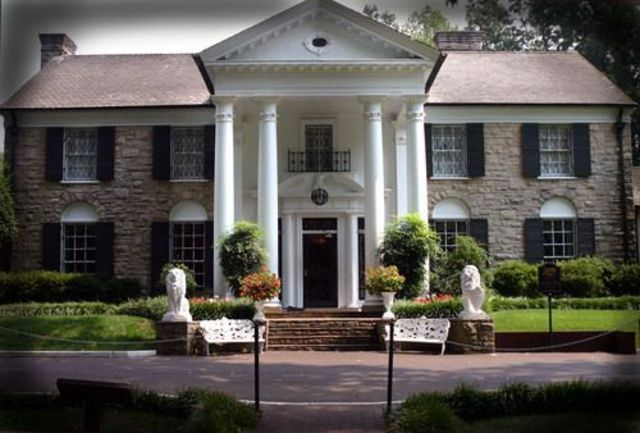 The Presley family moves to memphis Tenessee