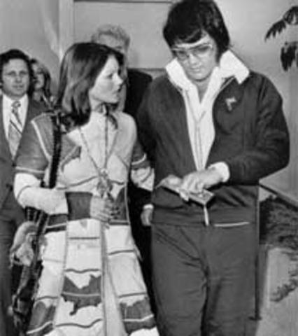 Elvis divorces with Priscilla