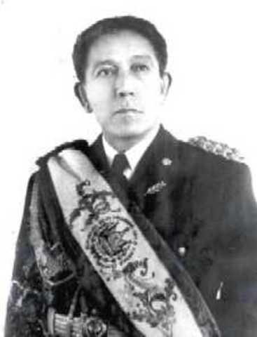 presidente de la republica General Salvador Castaneda Castro
