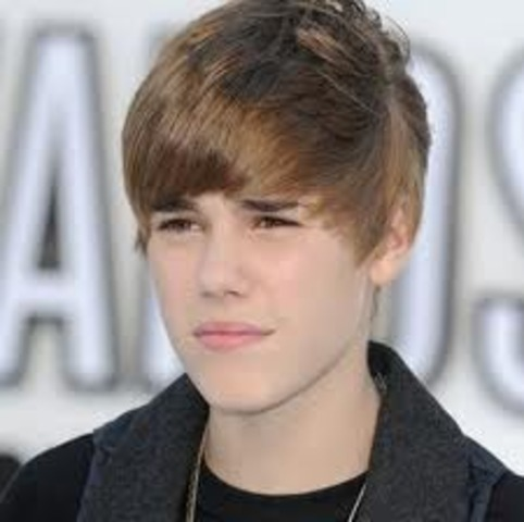 Justin Bieber is discoverd on YouTube!!!