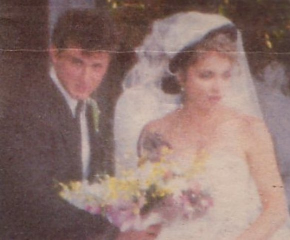 M Marries her 1st husband Sean Penn