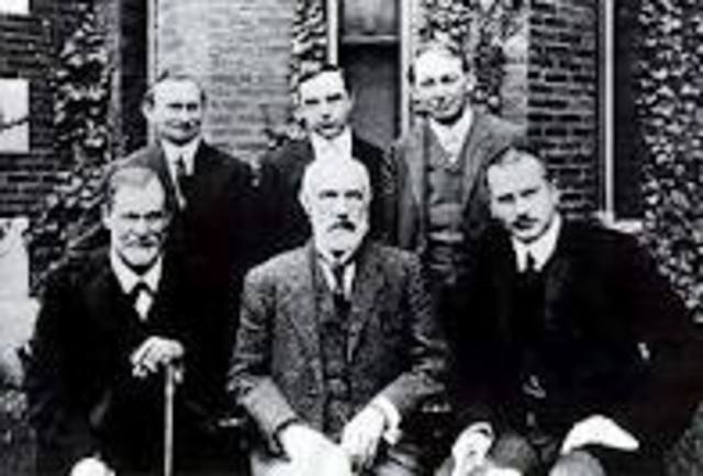 Freud and Jung travel to America