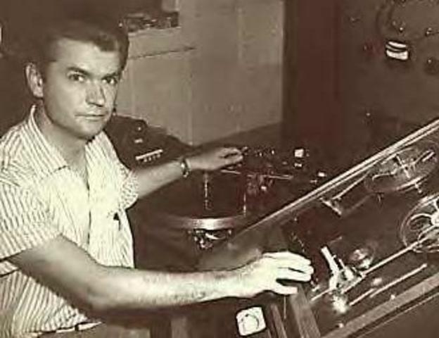 Sam Phillips starts Sun Records