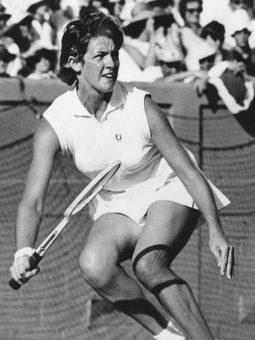 Margaret Smith becomes the first aussie woman to win womens singles tennis champion.