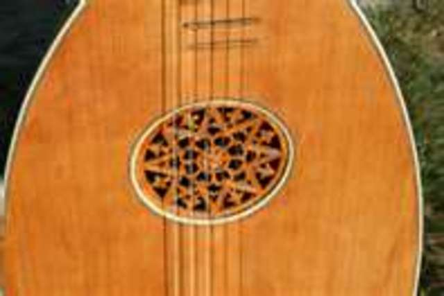 guitar form the late 1400 hunderd
